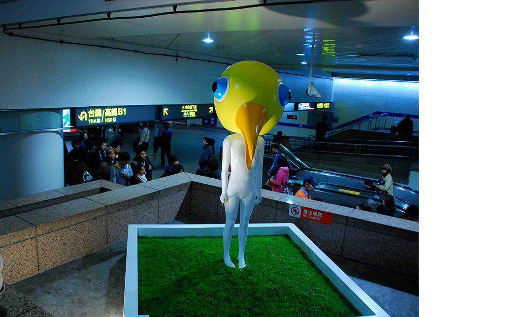 在捷運台北車站矗立11年的鳥人雕塑,已被民眾視為地標