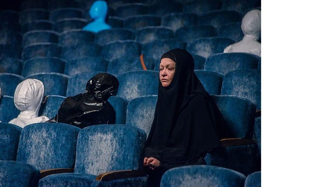 《重返悲劇現場》從真實事件出發,描寫「莫斯科歌劇院脅持事件」後,受難者家屬在哀悼會上訴說失去親人的哀慟與沉痛