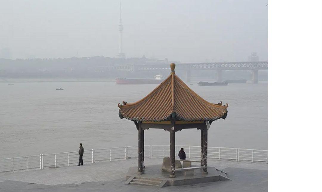 《河流 奔跑著 倒映著》講述了武漢市長江沿岸城市的空間研究