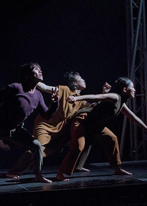 滯留島舞蹈劇場《浮游體》